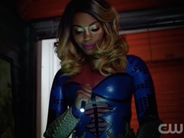 Black Lightning: New Outfit